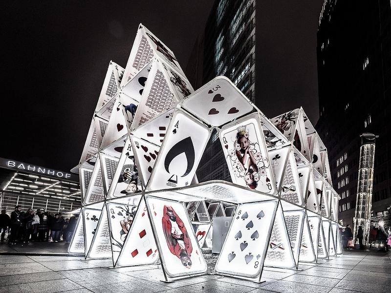 La sociedad piramidal y lareinvención